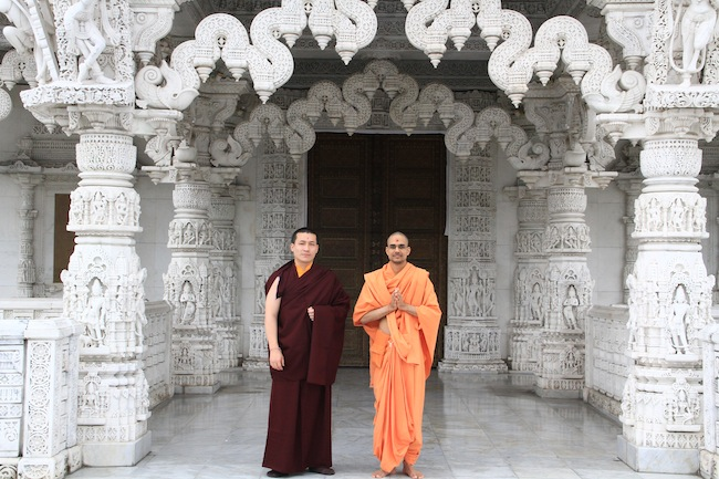 Outside the Swaminarayan Hindu temple - H.H 17th Karmapa and Sadhu Paramtattvadas