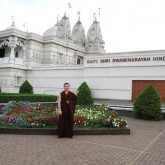 H.H. Karmapa outside the BAPS Mandir